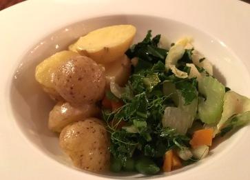 Kartoffeln mit gedämpftem Gemüse